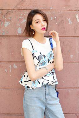 Today's Hot Pick :フラワーパターンキャミソール【DARK VICTORY】 http://fashionstylep.com/SFSELFAA0014374/khyelyunjp/out フェミニンなキャミソールが登場です♪ 今年人気のフラワーパターンを施し、春っぽい感じに。 肩の紐は細くし、女性らしい印象に仕上げました。 一枚だけでセクシーに着こなしても、インナーに合わせてカジュアルに着こなしても正解!! 胸元から始まるフリルも女性度UP★ 身長によって着丈感が異なりますので下記の詳細サイズを参考にしてください。 ◆色:スカイブルー/イエロー/ピンク