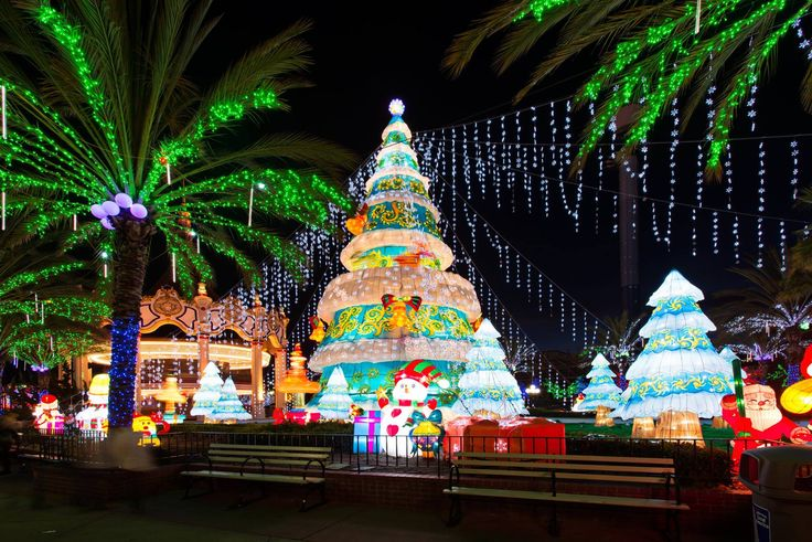 There is nothing better than looking at Christmas light displays in San Diego to really get in the holiday spirit - and we've got your guide to the best!
