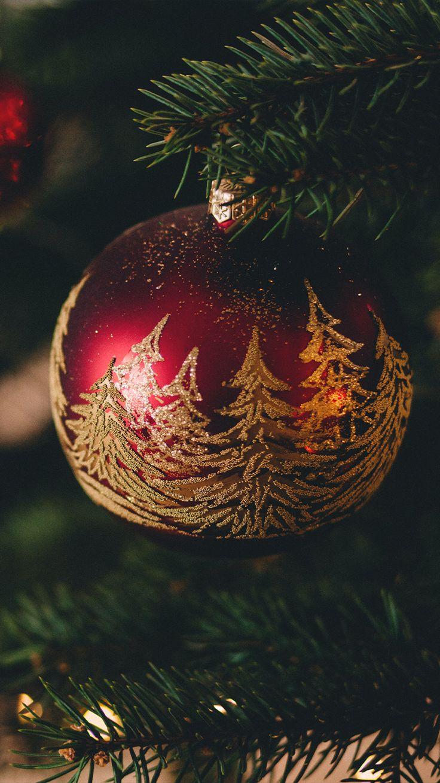 Estos tutoriales te ayudarán a crear tus adornos navideños a tu gusto y estilo. Christmas Tree Art, Cabin Christmas, Purple Christmas, Christmas Poster, Christmas Bulbs, Christmas Events, Free Christmas Backgrounds, Christmas Wallpaper, Holiday Market