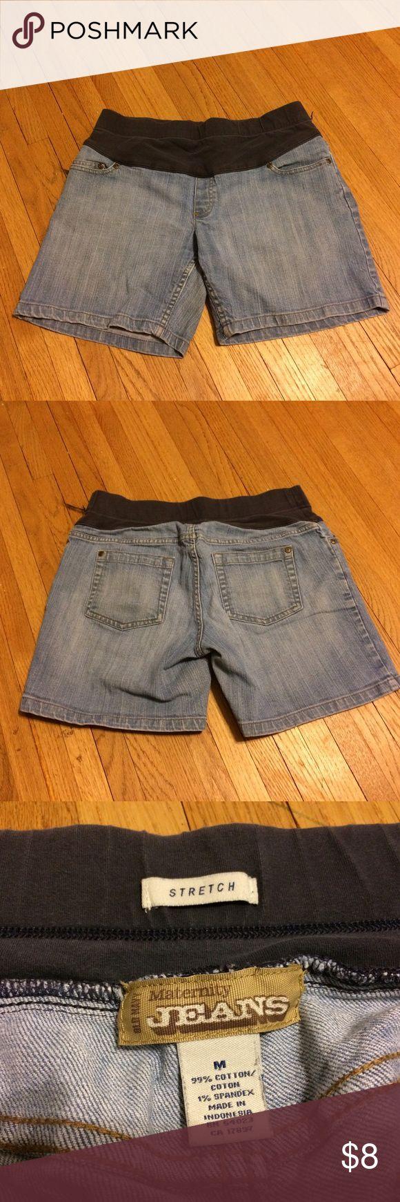 Old Navy maternity jean shorts, medium. Medium Old Navy maternity jean shorts. Good used condition. Smoke free home. Reasonable offers considered, no trades. Old Navy Shorts Jean Shorts