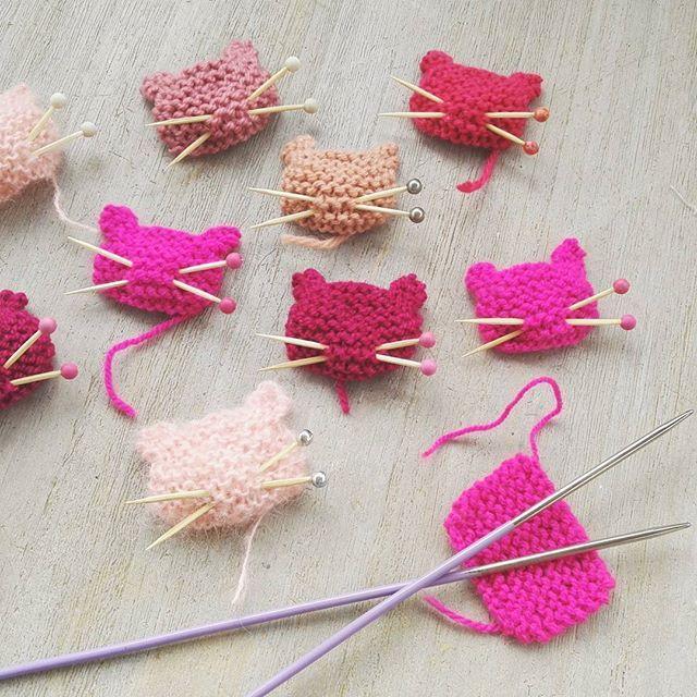 Ça ronronne cet après midi dans l'atelier... #pussyhatproject #pussypin #pink #powerofknitting