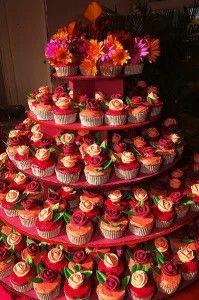 Cupcake Wedding Cakes: Si vous cherchez une idée nouvelle et amusante pour votre mariage …   – wedding cakes
