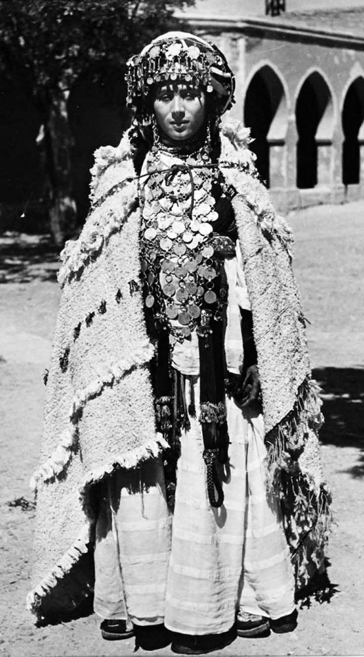 From a portfolio of prints by Jean Besancenot, documenting the costumes and jewellery worn by the women in the Anti Atlas, Middle Atlas and High Atlas region. ca. ca. 1934 - 1939