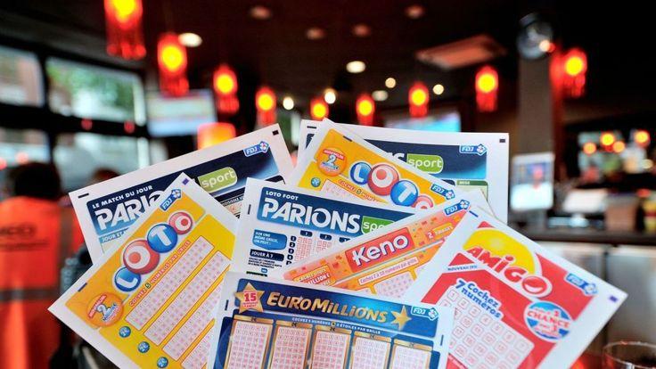 Как показывает жизненная практика, выигрыш в лотерею – событие, которое может произойти с любым человеком.  Чтобы выиграть, не нужно обладать высшим образованием, быть сыном богатых родителей или оканчивать школу с золотой медалью. Для выигрыша необходимо лишь везение и вера в собственную удачу. Именно вера заставляет человека покупать лотерейный билет. Некоторым счастливчикам для выигрыша стоит приобрести билет лотереи лишь однажды, другие покупают лотереи регулярно (иногда по несколько…