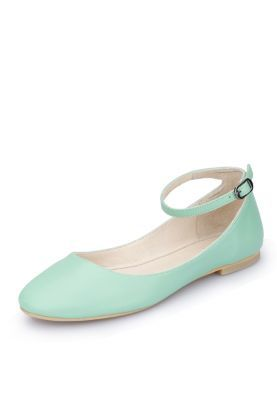 I want mint flats for my graduation outfit :)