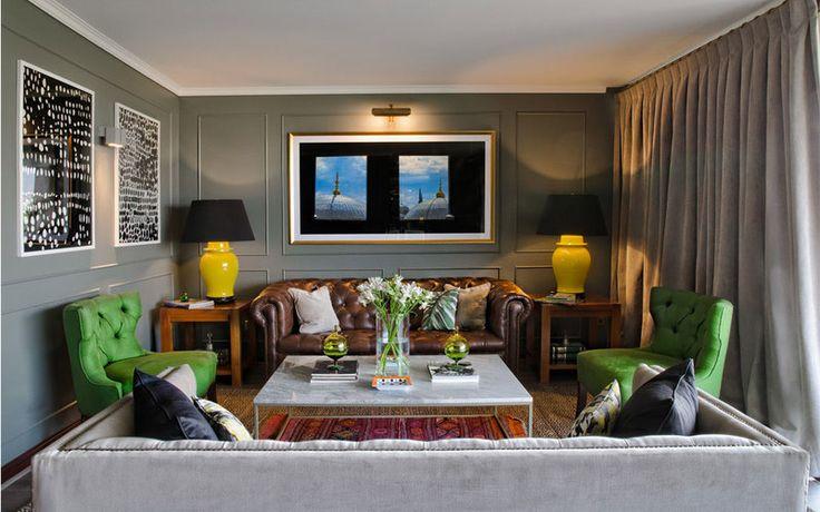 Bito feris decoraci%c3%b3n dise%c3%b1o estudio living verde olivo sofa chesterfield cuero cafe lamparas potiches amarillas mesa marmol carrara cortinas cotele gris sitiales lino