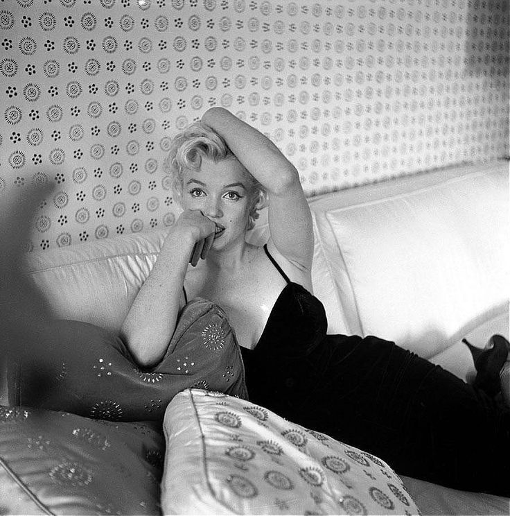 Marilyn Monroe by Cecil Beaton Marilyn Monroe, Cecil Beaton, black dress, couch
