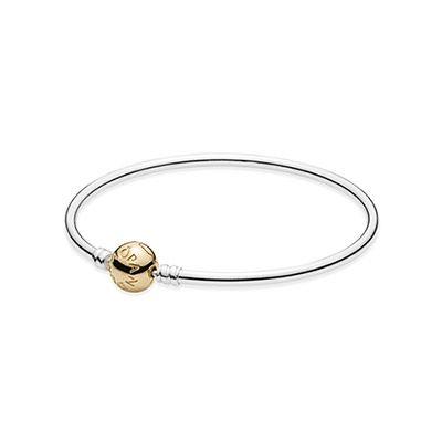 The popular PANDORA bangle bracelet is now available with a gold clasp. #PANDORA #PANDORAbracelet