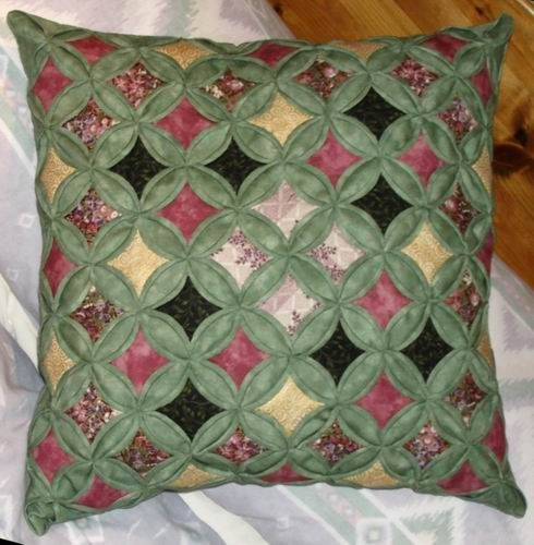 free cathedral window quilt template | cathedral window cushion cover & 2131 best pillows images on Pinterest | Curtains Decorative ... pillowsntoast.com
