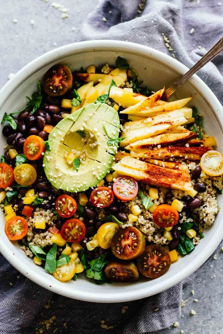 This Chili Mango Zesty Quinoa Salad is gluten free, vegan, and perfect for hot summer weather! Make this in 30 minutes or less!