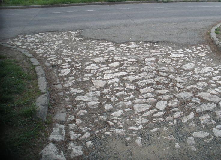 Több száz éves útburkolat Vácon...