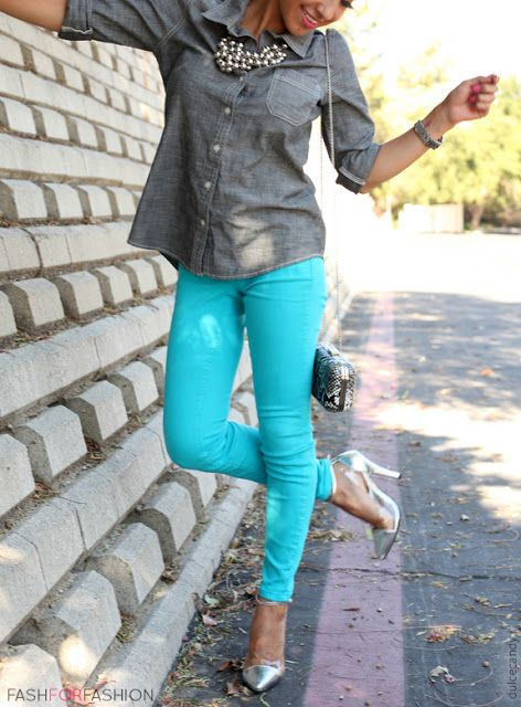 tiffany blue jeans, chambray shirt, statement necklace