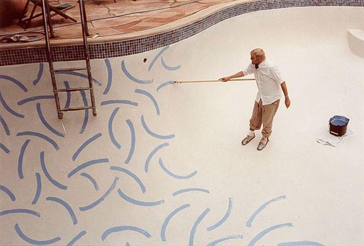 David Hockney ensu casa pintando la piscina · Inicio de 1983