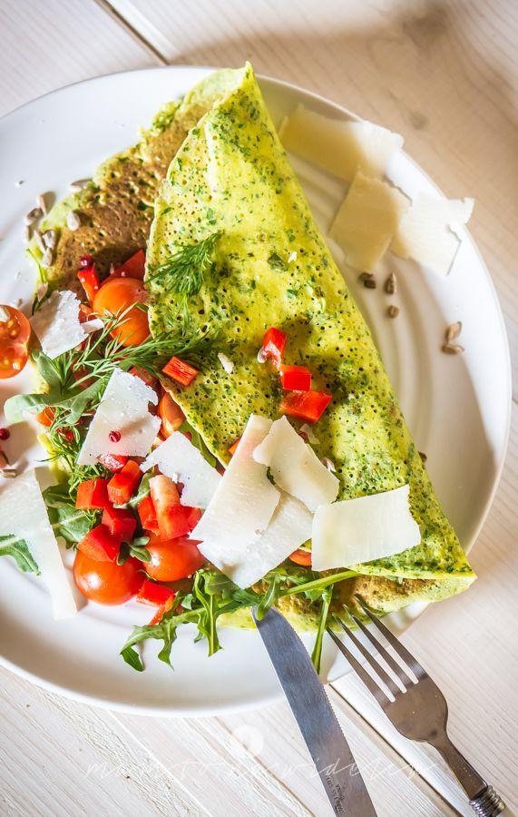 Szybki, prosty i efektowny sposób na zielone naleśniki z mąki jaglanej. Na pewno docenią je bezglutenowcy i będący na diecie wykluczającej mąki węglowodanowe. Mają piękny, jaskrawozielony kolor. Cz...