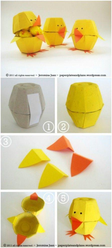 Pascua polluelos de cartón de huevo