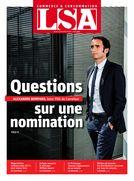 N°2464 : Alexandre Bompard, PDG de Carrefour ; Négociations commerciales 2017 : peur mieux faire ; Le Printemps repense l'agencement de sa maison ; Dossier : métiers de bouche : les distributeurs recrutent par tous les moyens.