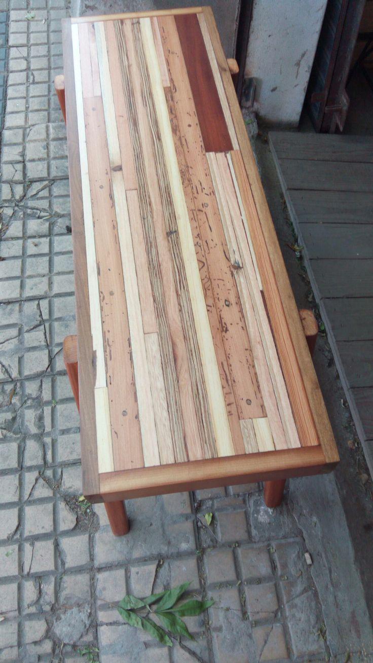 Mesa recibidor con maderas recuperadas tipo escandinavo.