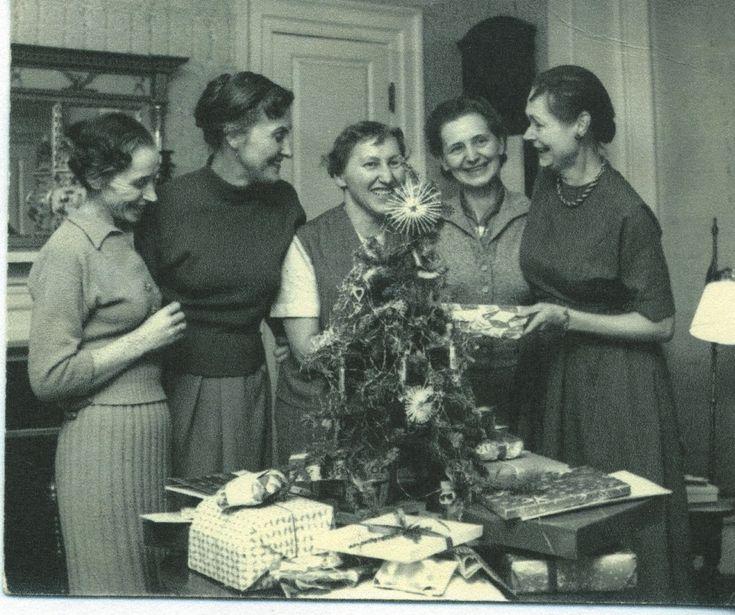 Caroline Ferriday and former Ravensbrück concentration camp survivors celebrating Christmas at Ferriday's home in Bethlehem, Connecticut, 1958 - Connecticut Landmarks