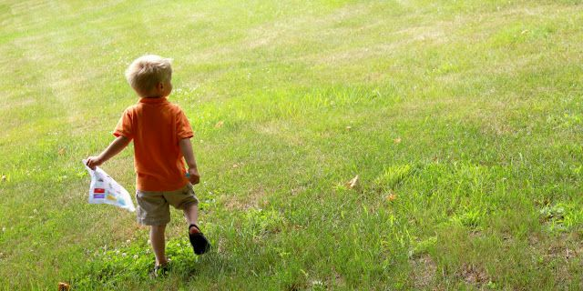 Several outdoor scavenger hunt ideas for kids, plus lots more other fun scavenger hunt ideas!