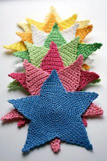 maluba: Hekleoppskrift på stjerner. Crochet Pattern of stars. ☀CQ #crochet #christmas   http://www.pinterest.com/CoronaQueen/crochet-christmas-corona/