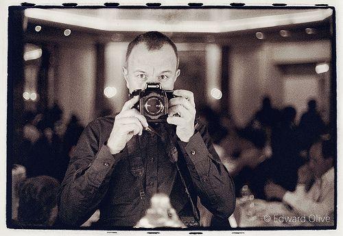 Edward Olive wedding photographer in wedding - retrato del fotografo de boda en una boda