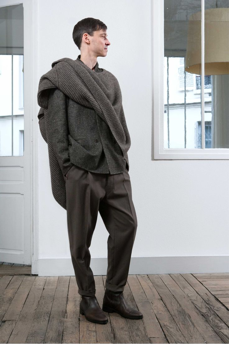 7. Double-breasted jacket in alpaca wool tweed / Asymetrical scarf in knitted yak wool and virgin wool / One pleated pants in washed cotton and virgin wool / Boots in vegetal calf leather