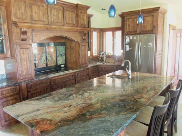 Durch die vielfältigen Farben und Strukturen wird die Naturstein - küchen mit granit arbeitsplatten