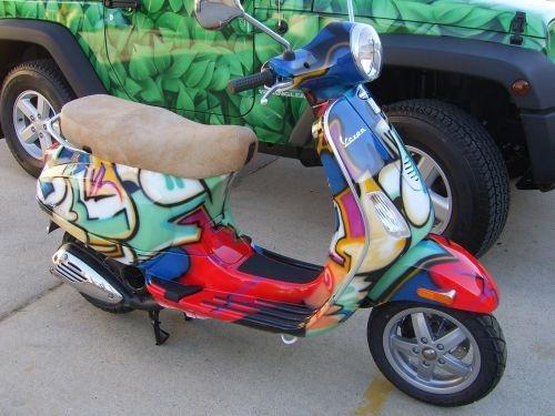 Vespa graffiti - Airbrushing on bikes and helmets by Advanced Airbrushing Sydney