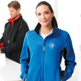 Manteau coquille souple Iberico La veste Iberico affiche des coutures contrastantes, des poignets ajustables à Velcro et un rabat-tempête intérieur qui vous garde au chaud....