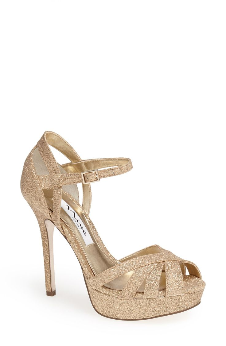 Gold glitter sandal. Yes, please!