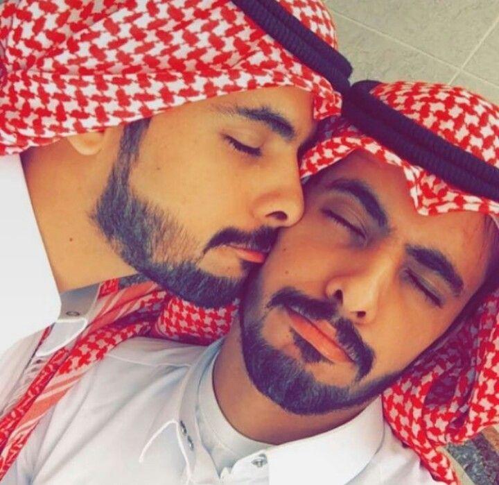 توام سعادتنا عبدالله العنزي نظارات Glasses Saudi Twins Happiness Love Morning Sunlight سعاده حب صباح شمس Brothers شماغ احم Carnival Face Paint Face Beauty