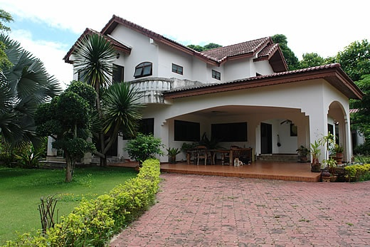 http://www.thailand-property.com/real-estate-for-sale/5-bed-villa-chiang-mai-doi-saket-choeng-doi_45098