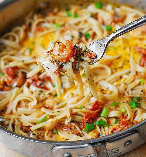 Tagliatelle aglio olio met garnalen en gedroogde tomaatjes