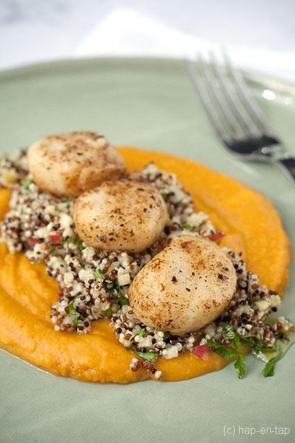 Gebakken Sint-Jakobsnootjes met quinoa en appel salade, zalfje van butternut