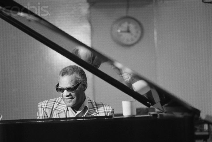 Ray Charles - Hit The Road Jack (tradução) (Letra e música para ouvir) - (Hit the road, Jack and don't you come back no more, / no more, no more, no more) / (Hit the road, Jack and don't you come back no more) / What you say? /