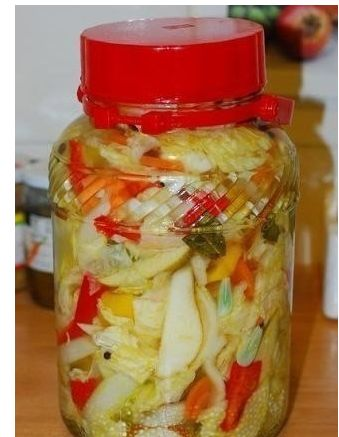 Кто уже пробовал такую капусту по этому рецепту?  Набор ингредиентов очень интересный и каждый входящий из них в состав ингредиент, придаёт ей свою изюминку.  Обязательно попробуйте. Она Вам очень по…