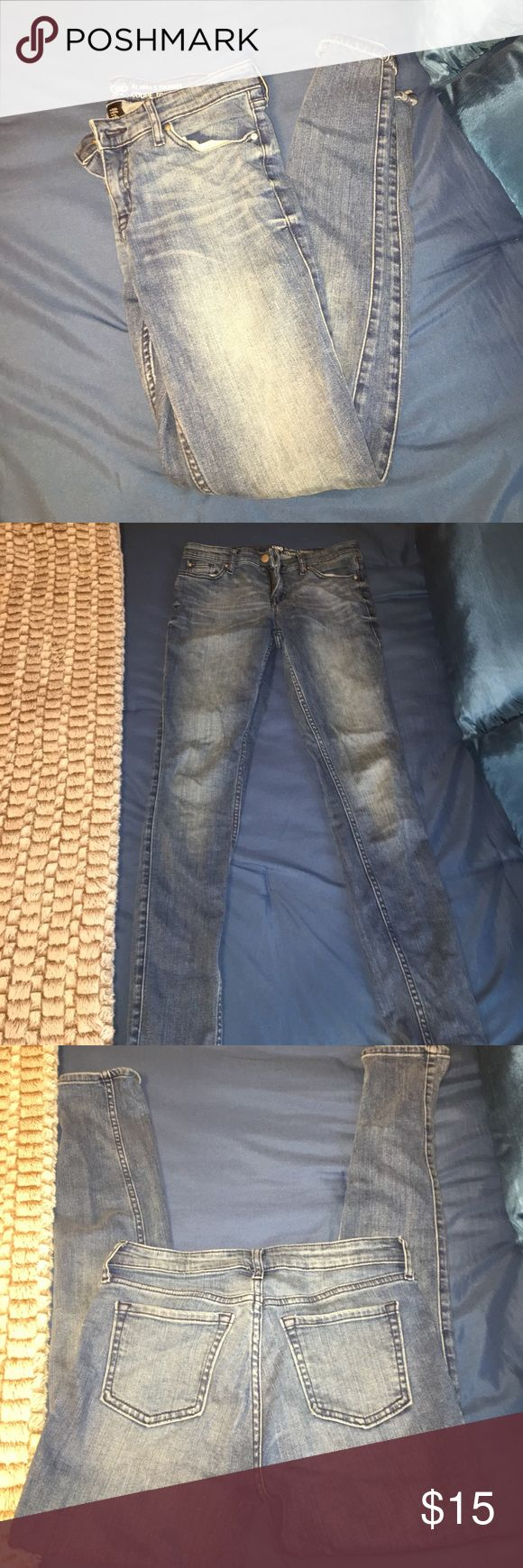 """Gap Skinny Jeans I bought these from Plato Closet a couple of weeks ago but they don't fit me very well so I'm selling them! They are a 0 and """"Always Skinny""""! GAP Jeans Skinny"""