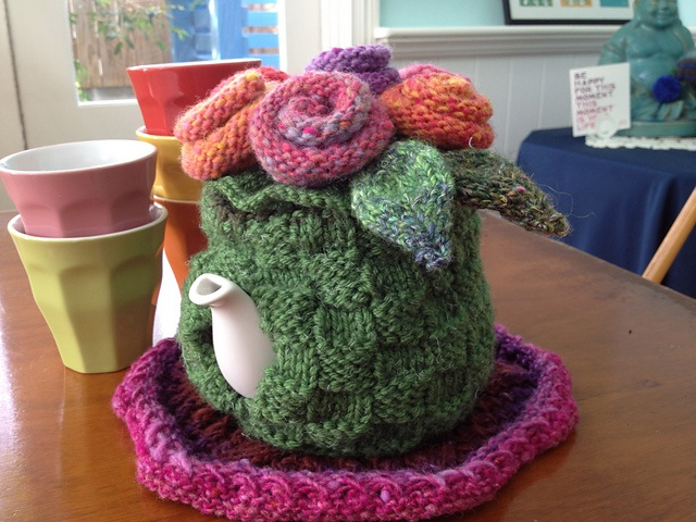 Another view of my Bloomin' Basket tea cosy :)