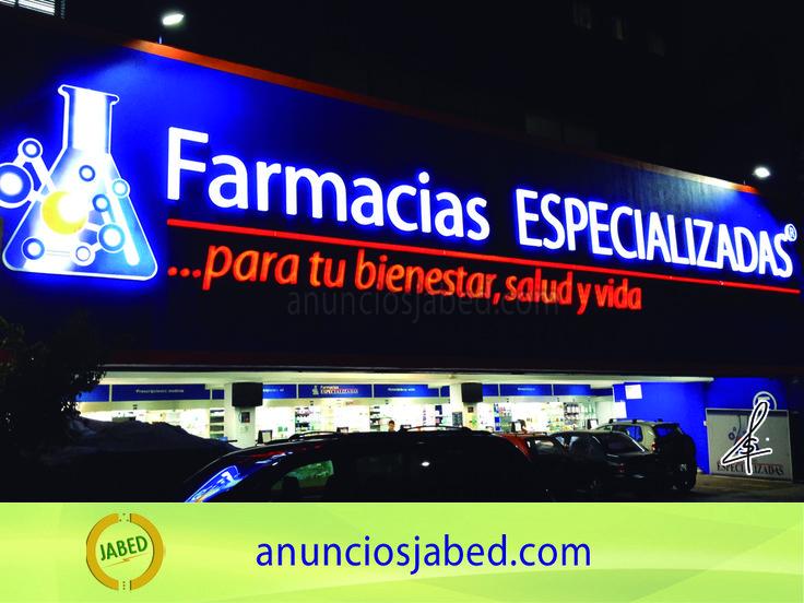 Anuncio luminoso Farmacias Especializadas. Empresas nacionales como lo es esta cadena de farmacias nos hacen el honor de ser los fabricantes de los anuncios luminosos de sus sucursales.  Estas letras y logotipos iluminadas en su interior lucen increíbles de noche.