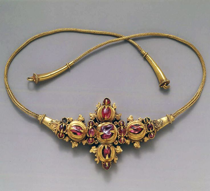 Indonesia ~ Java | Necklace with Inset Stones and Braided Wire | Gold with stones | ca. 9th - early 10th century (Eastern Javanese period)