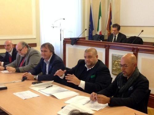 Veneto: #Tavolo su #Porto Marghera con Brugnaro fronte comune per le richieste al governo (link: http://ift.tt/2eqirPB )