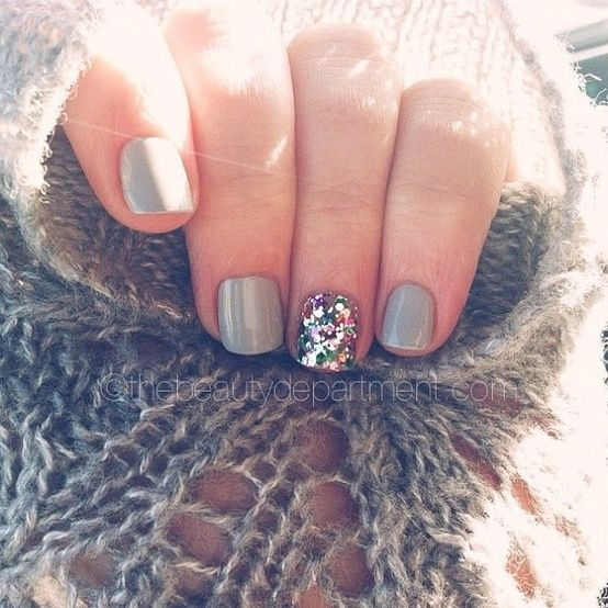 one sparkly nail