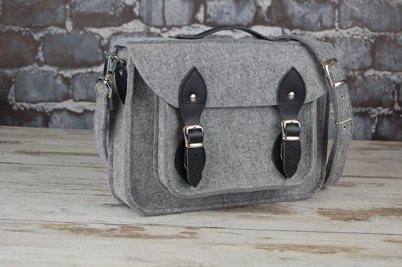 Felt Laptop 17 inch bag with pocket satchel Macbook by etoidesign, $74.00