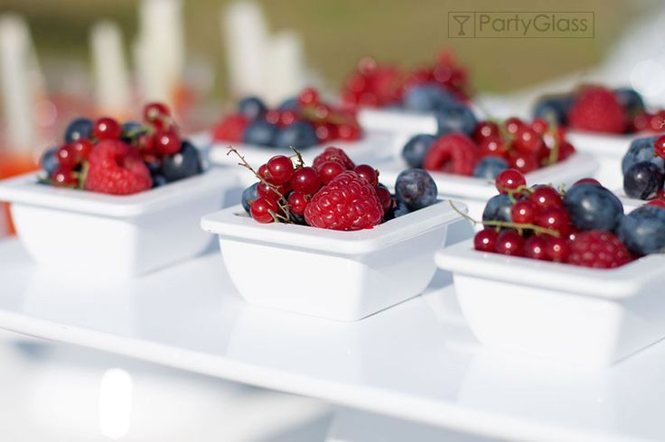 Summer buffet, berries presentation