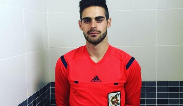 Él es el primer árbitro español abiertamente gay   Shangay