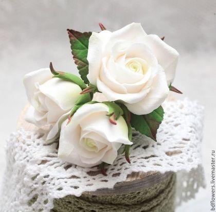 Букетик роз из полимерной глины (бутоньерка-брошь) - белый,брошь цветок