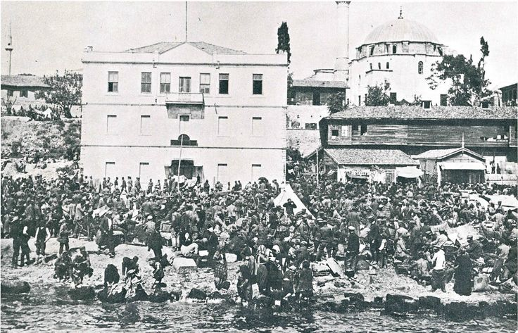 The Army with refugees from Bithynia along the seashore, Rodosto October 1922.