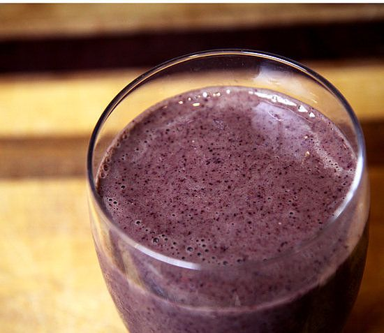 Pineapple, Kale, and Blueberry Smoothie: For days when you're feeling a bit bloated, try this flat-belly smoothie. Ingredients like pineapple and blueberries help to reduced belly fat and diminish bloat, while the kale (which you can't taste) offers fiber to relieve constipation. Best part? It's under 300 calories!
