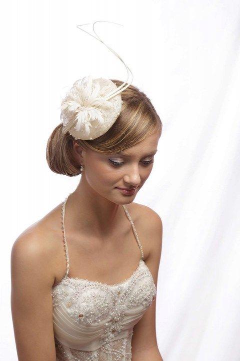 Malý klobúčik s perím K13 - Svadobný salón Valery