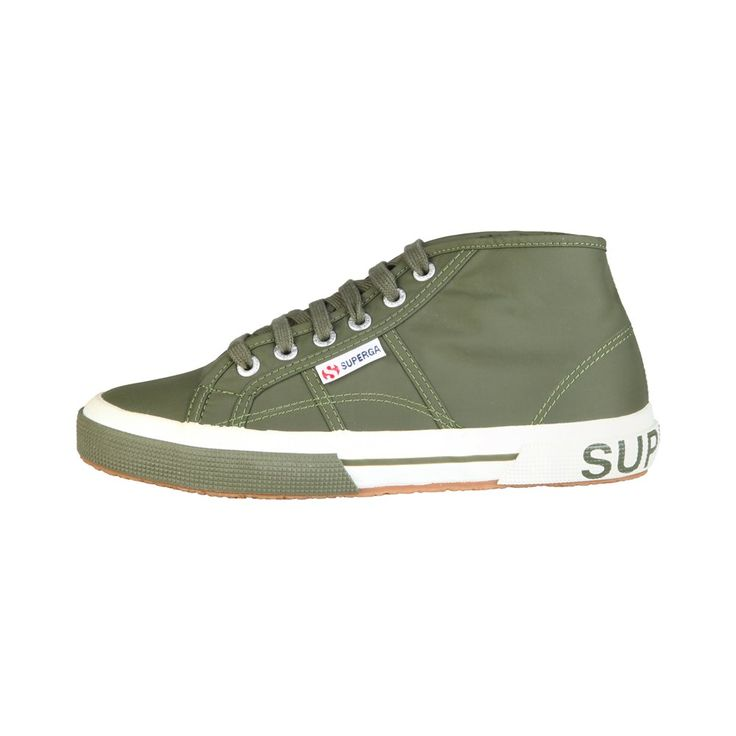 Elegantes sneakers para hombre de Superga. (Stylish sneakers for man of Superga).